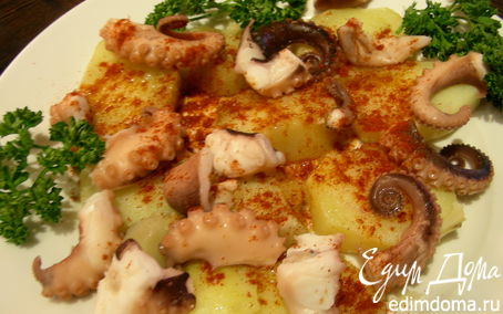 Рецепт Осьминог по-испански с паприкой, солью и оливковым маслом