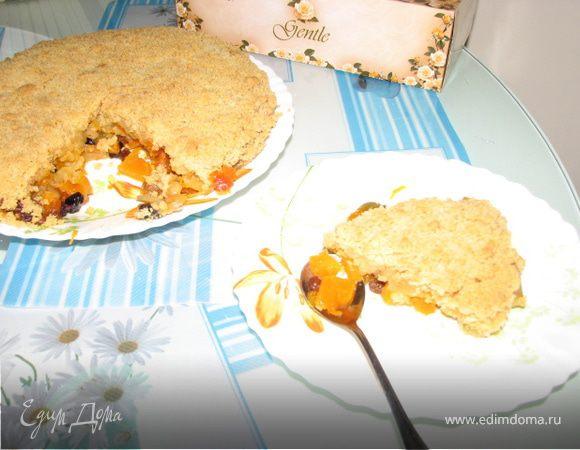 Пирог-десерт с тыквой, яблоками и изюмом