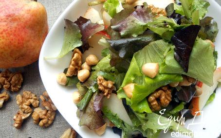 Рецепт Салат с грушей, копченым сыром и грецкими орехами