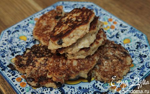 Рецепт Овсяные оладушки на кефире с изюмом и корицей
