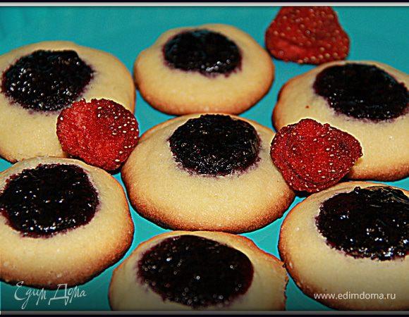 Быстрое печенье с черничным вареньем