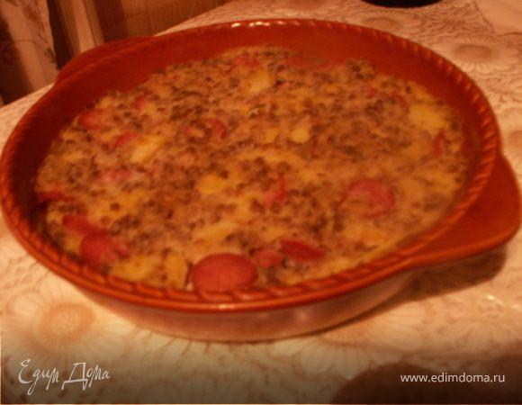 Запеканка из риса, гречки и картофеля с колбасками