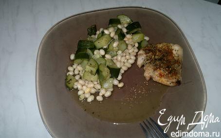 Рецепт Белая фасоль с рагу из цукини и запеченное в духовке куриное бедро с шалфеем