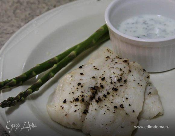 Рыбка, запеченная, диетическая, с соусом