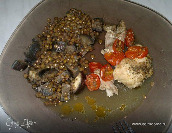 Запеченные куриные и индюшачьи бедра, серая чечевица с баклажаном и чесноком