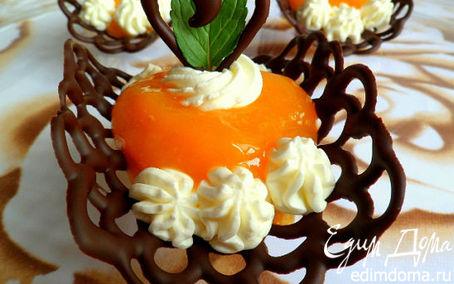 Рецепт Шоколадные лодочки с манговым муссом и взбитыми сливками