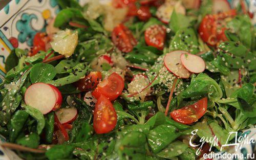 Рецепт Зеленый салат с редиской, помело и помидорами черри