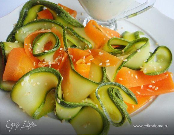 Тушёные морковь и цукини под сливочным соусом