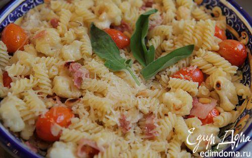 Рецепт Салат из макарон с цветной капустой и кедровыми орешками