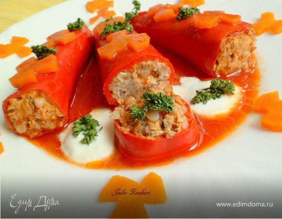 Перец, фаршированный начинкой из куриного мяса и гречки