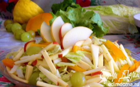 Рецепт Сырный салат с яблоками и виноградом
