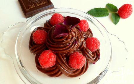 Рецепт Шоколадный крем-мусс из авокадо с малиной, лепестками роз и мятой (для Марго)