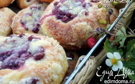 Рецепт Булочки с ягодами (мягкие внутри и хрустящие снаружи)