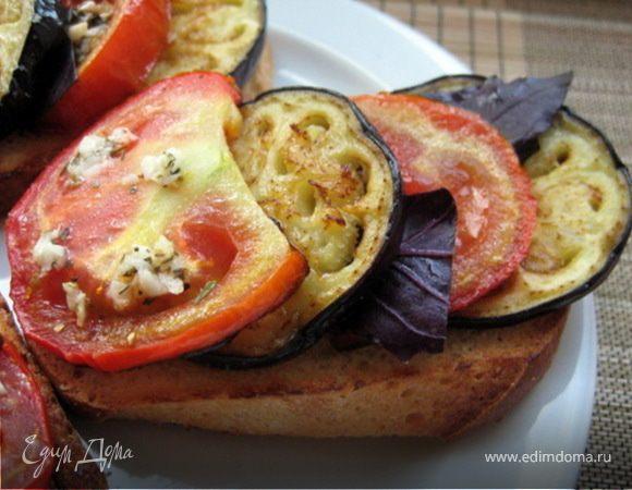 Острый бутерброд с обжаренным баклажаном и помидором
