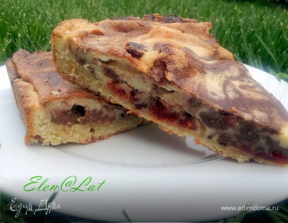 Мраморный пирог с вяленой клюквой