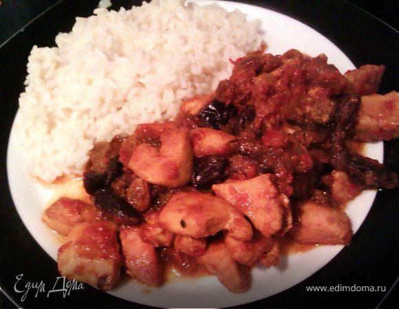 Курица по-мароккански с черносливом, изюмом, медом и корицей