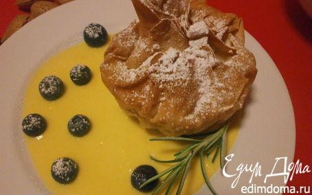 Рецепт Мешочки с яблоками и миндальной пастой с розмариновым кремом