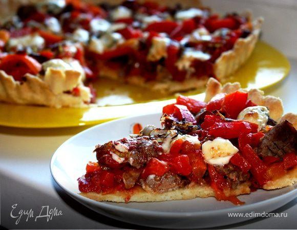 Пирог с вялеными томатами, печеным перцем и ромштексом