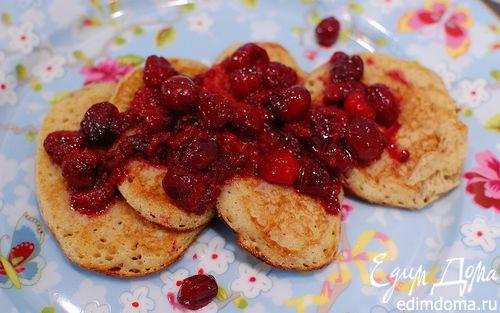 Рецепт Оладьи с полентой и корицей под ягодным соусом