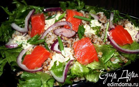 Рецепт Салат с гречкой и копченой форелью
