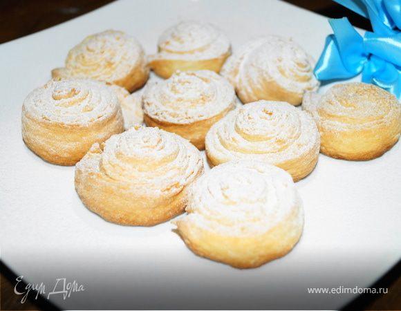 Творожные булочки-завитушки с сахарной пудрой