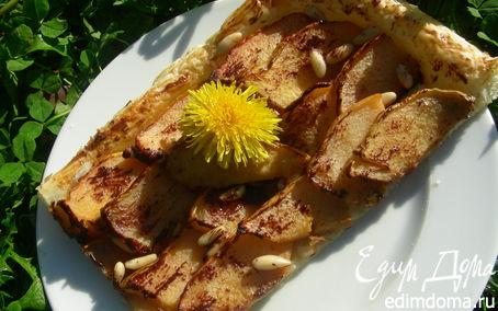 Рецепт Пирог из слоеного теста с айвой, кедровыми орешками и шоколадом