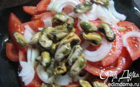 Рецепт Салат из помидоров и маринованных мидий