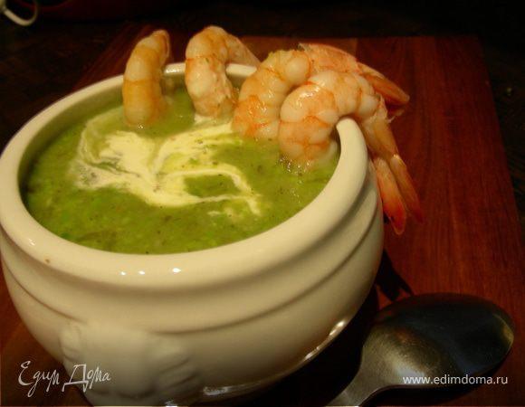Суп с зеленым горошком, соусом песто и креветками