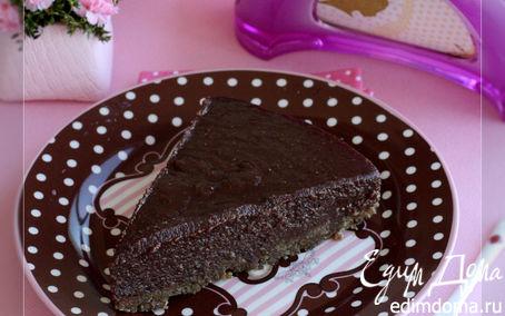 Рецепт Шоколадный торт с финиками и ореховым кремом без муки и сахара