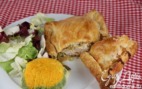 Рецепт Куриные грудки, запеченные в слоеном тесте с овощами и мягким сыром