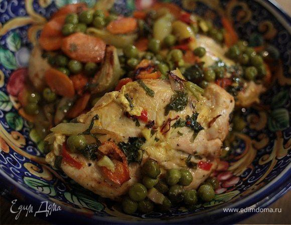 Цыпленок с зеленым горошком, морковью и шафраном