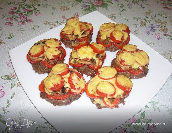 Запеченные котлеты с овощами и с сыром