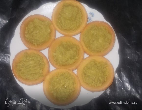Тарталетки с зеленым горошком и авокадо