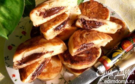 Рецепт Сырники с шоколадным вулканчиком - праздничный завтрак