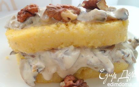 Рецепт Полента, жаренная с грибами и соусом Дор Блю