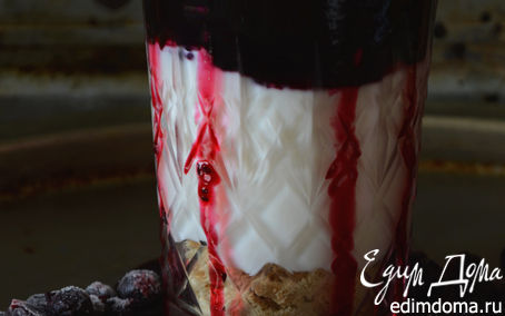 Рецепт Йогуртовый десерт с быстрым домашним джемом из черной смородины