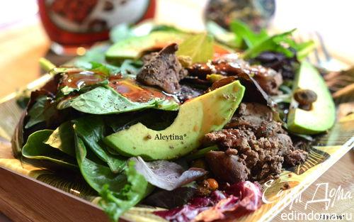 Рецепт Салат с куриной печенью и авокадо