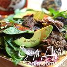 Салат  с куриной печенью и авокадо