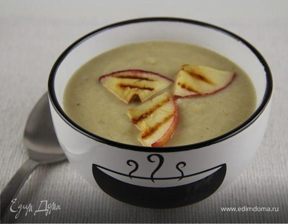 Суп-пюре из сельдерея с яблоком, сидром и чеддером