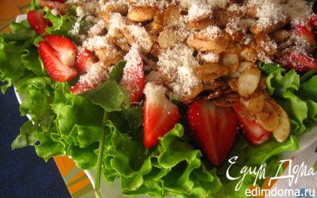 Рецепт Салат с руколой, клубникой и курицей