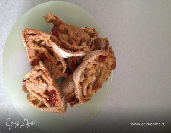 Ржаные завитушки с изюмом и яблоком