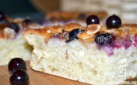 Рецепт Сдобный пирог со сливочно-ореховой начинкой и черной смородиной