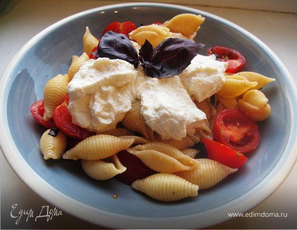 Салат с ракушками и рикоттой