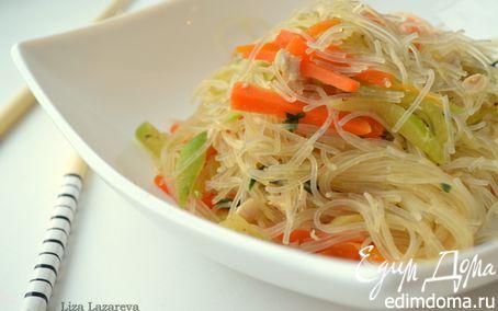 Рецепт Теплый салат из фунчозы, овощей и курицы