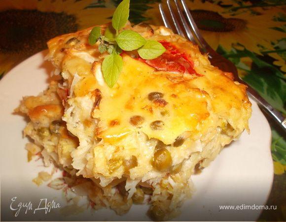 Запеканка из молодого картофеля с капустой, сыром и зеленым горошком