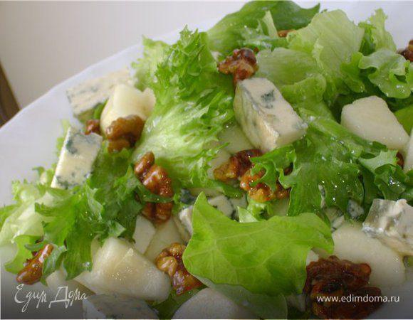 Нежный салат с грушей и рокфором