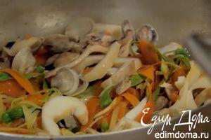 Салат из осьминога с кремом из нута и розмарина