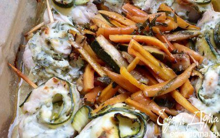 Рецепт Куриные творожные рулетики с цукини, запеченные с маринованной молодой морковью