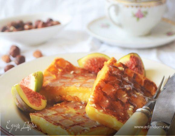 Бельгийские ореховые вафли с соусом из белого шоколада и инжиром