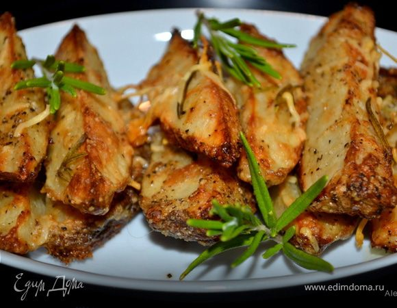 Картофель дольками с пармезаном и розмарином